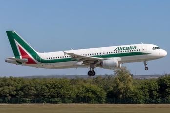 EI-DTG - Alitalia Airbus A320
