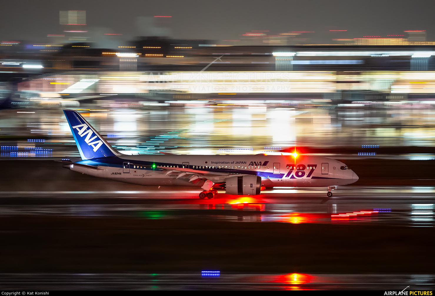 ANA - All Nippon Airways JA824A aircraft at Tokyo - Haneda Intl