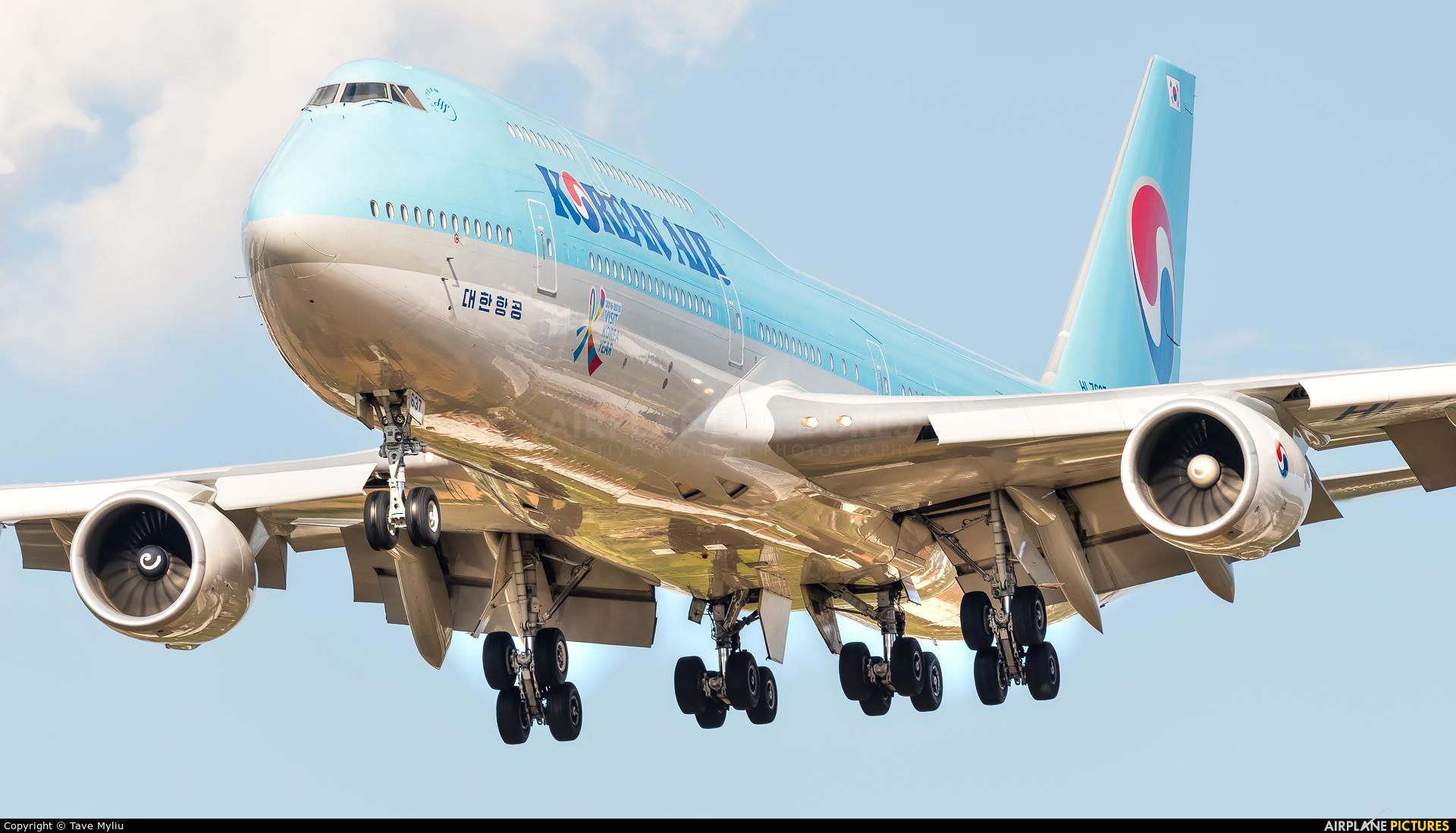 Korean Air HL7637 aircraft at London - Heathrow