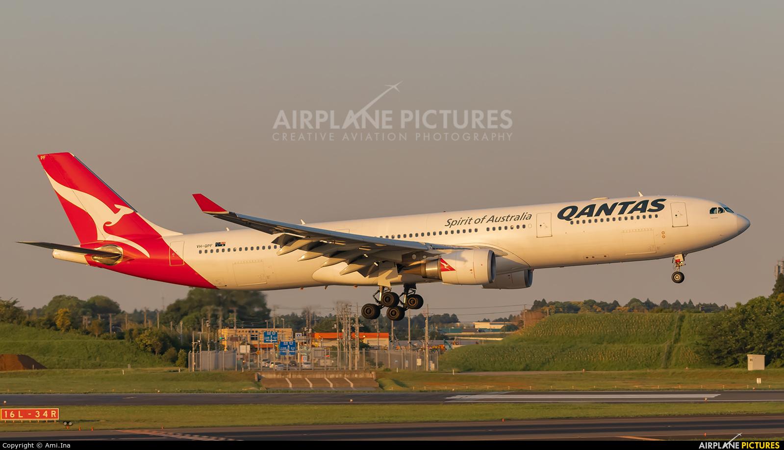 QANTAS VH-QPF aircraft at Tokyo - Narita Intl