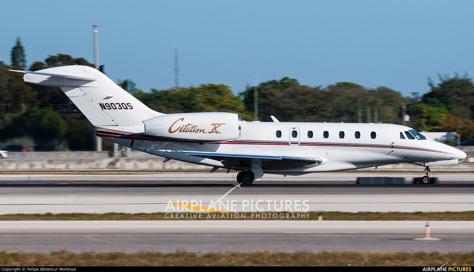 Netjets (USA) N903QS aircraft at Fort Lauderdale - Hollywood Intl