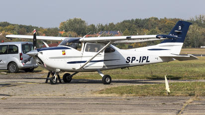 SP-IPL - Private Cessna 182 Skylane (all models except RG)
