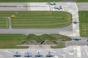 J-5011 - - Airport Overview - Airport Overview - Runway, Taxiway aircraft