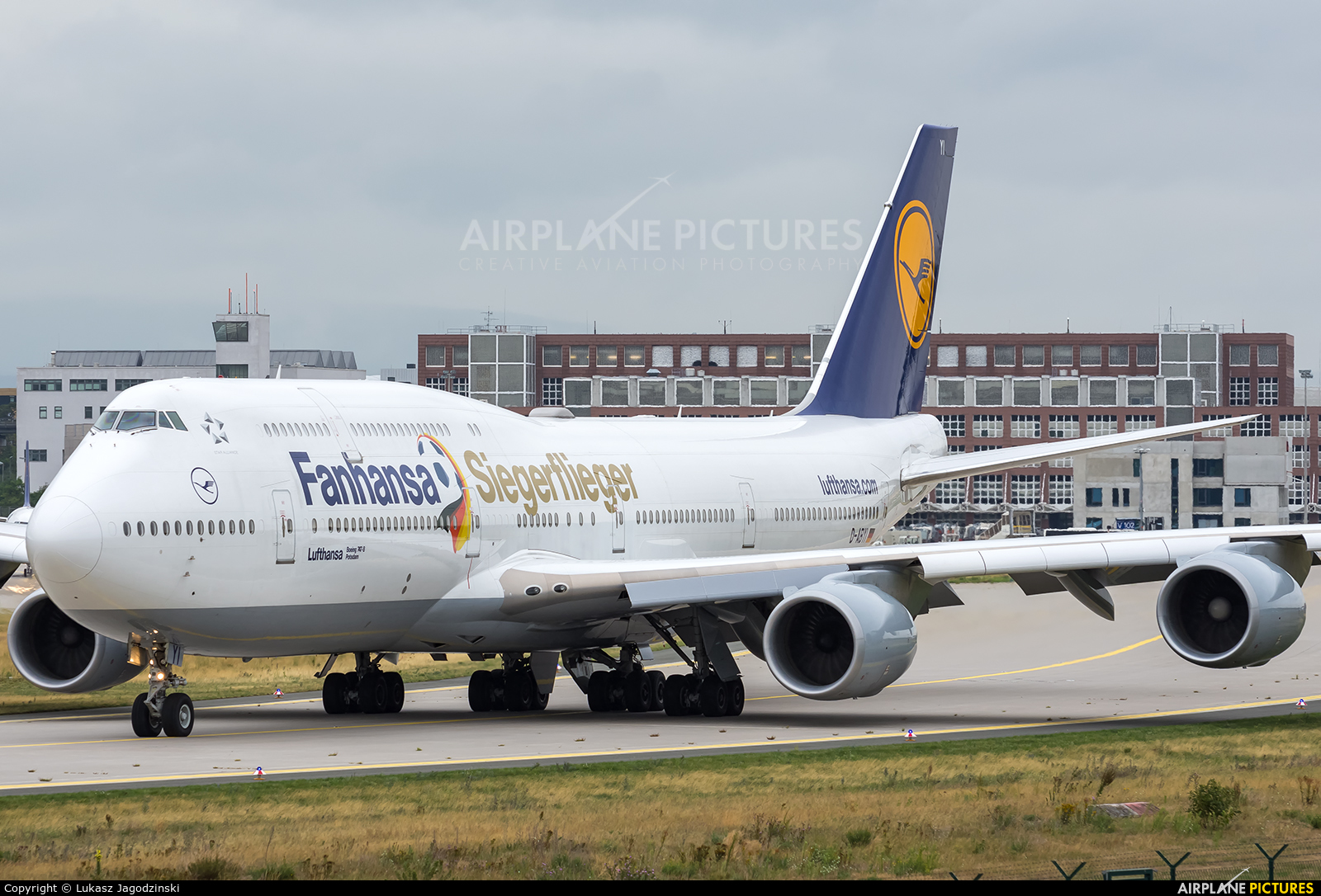 Lufthansa D-ABYI aircraft at Frankfurt