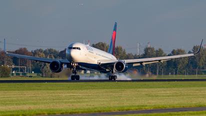 N155DL - Delta Air Lines Boeing 767-300ER