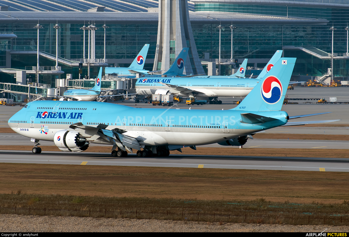 Korean Air HL7637 aircraft at Seoul - Incheon