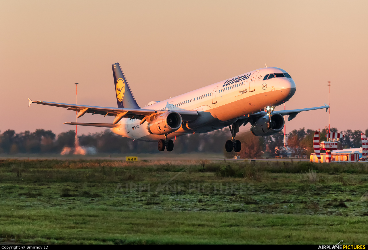 Lufthansa D-AISR aircraft at Kiev - Borispol