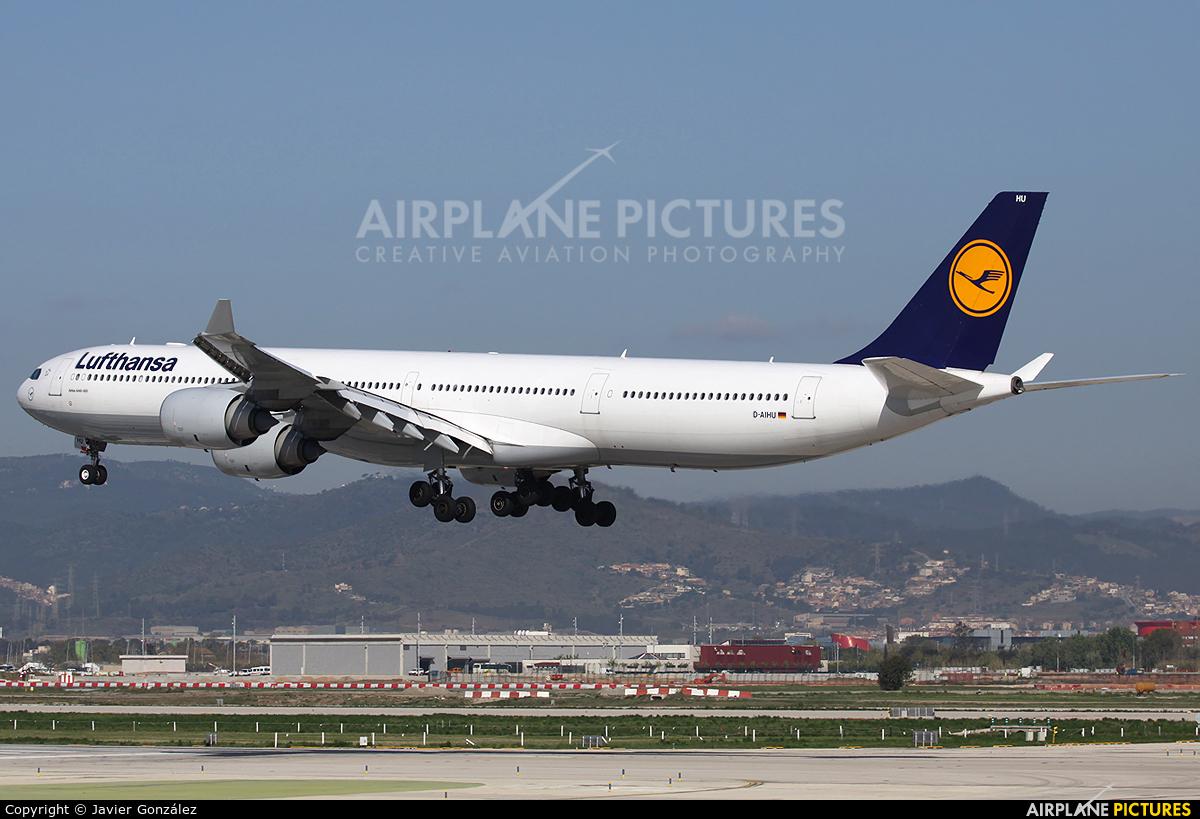 Lufthansa D-AIHU aircraft at Barcelona - El Prat
