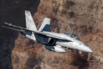 165675 - USA - Navy Boeing F/A-18F Super Hornet