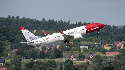 LN-NIA - Norwegian Air Shuttle Boeing 737-800