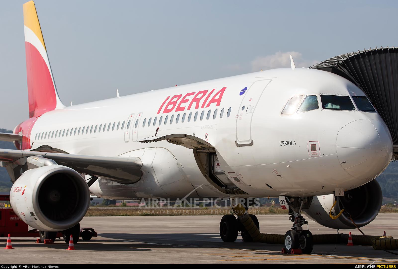 Iberia EC-IZR aircraft at Bilbao
