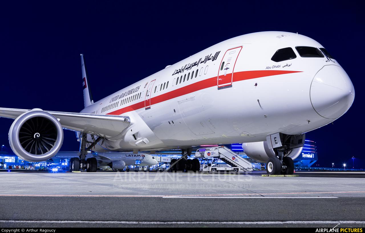 Abu Dhabi Amiri Flight A6-PFE aircraft at Paris - Charles de Gaulle