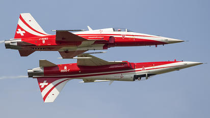J-3082 - Switzerland - Air Force:  Patrouille de Suisse Northrop F-5E Tiger II