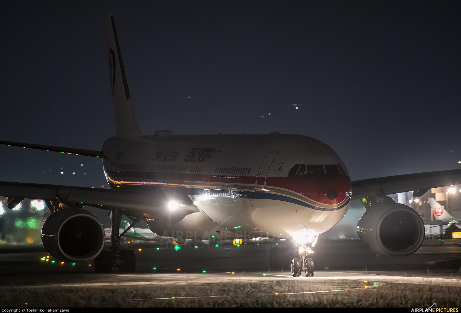 China Eastern Airlines B-6100 aircraft at Taipei - Sung Shan