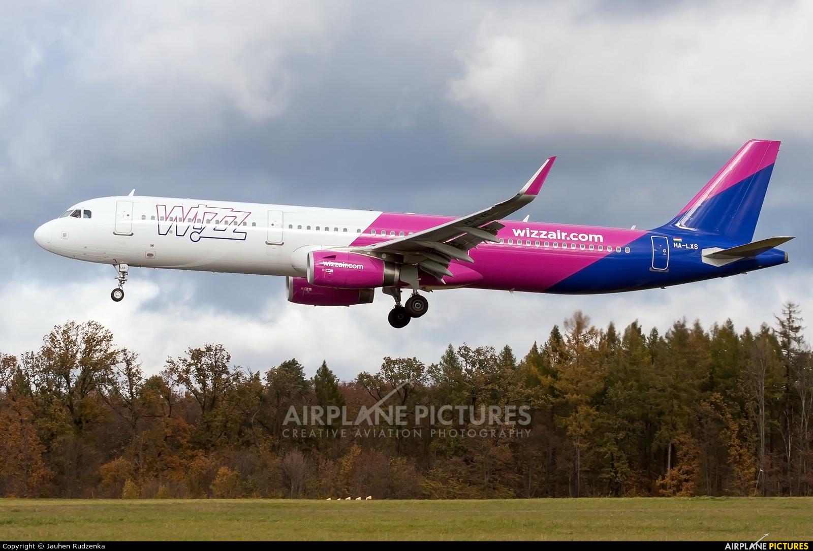 Wizz Air HA-LXS aircraft at Lublin