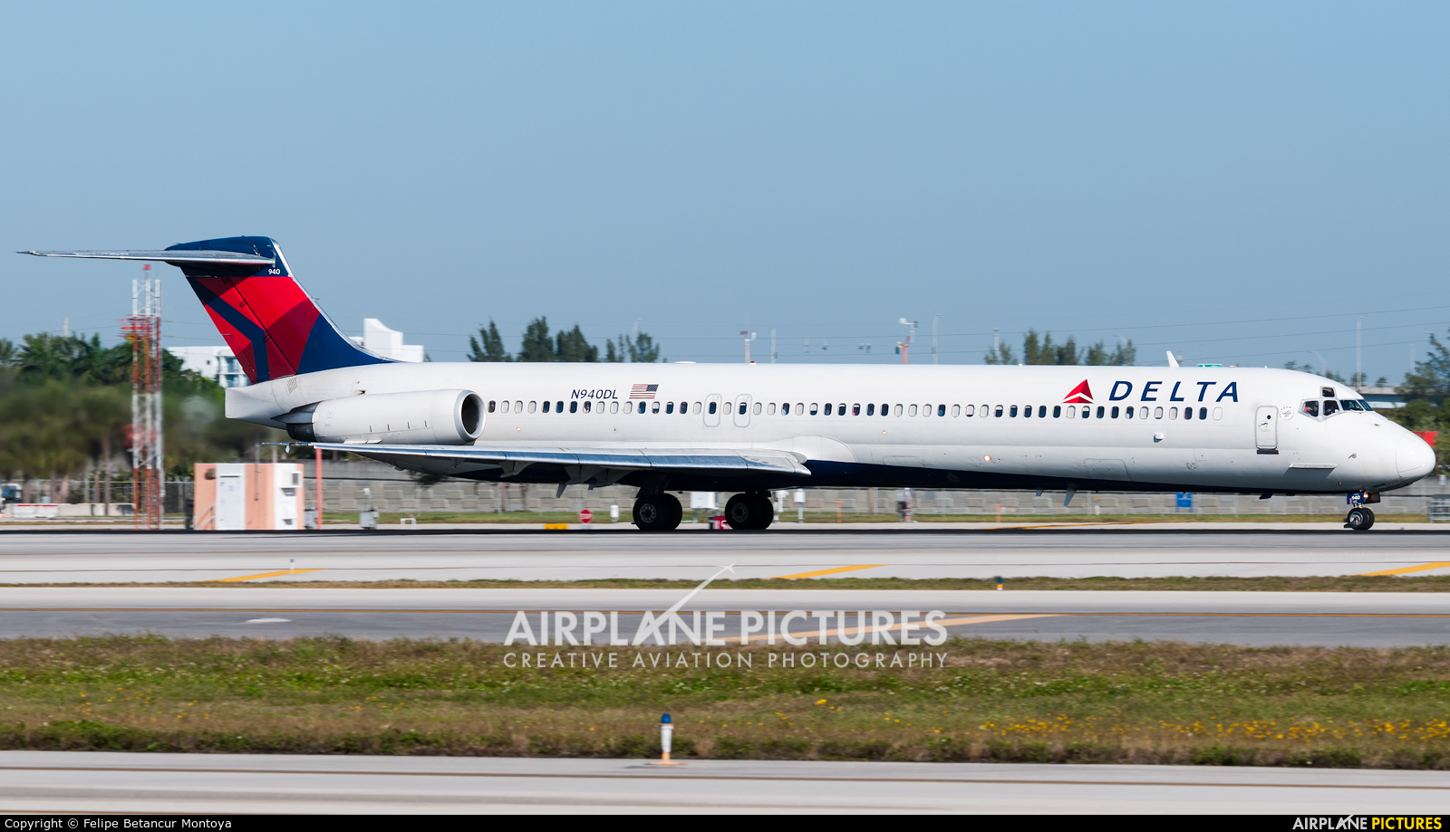 Delta Air Lines N940DL aircraft at Fort Lauderdale - Hollywood Intl