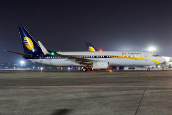 VT-JTK - Jet Airways Boeing 737-800
