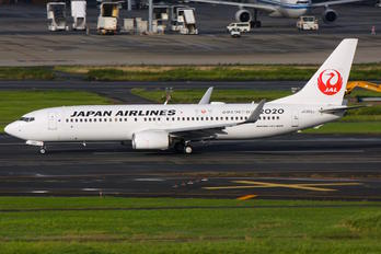 JA350J - JAL - Japan Airlines Boeing 737-800