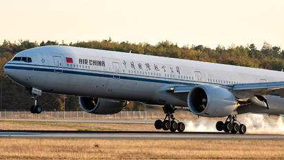 B-2036 - Air China Boeing 777-300ER
