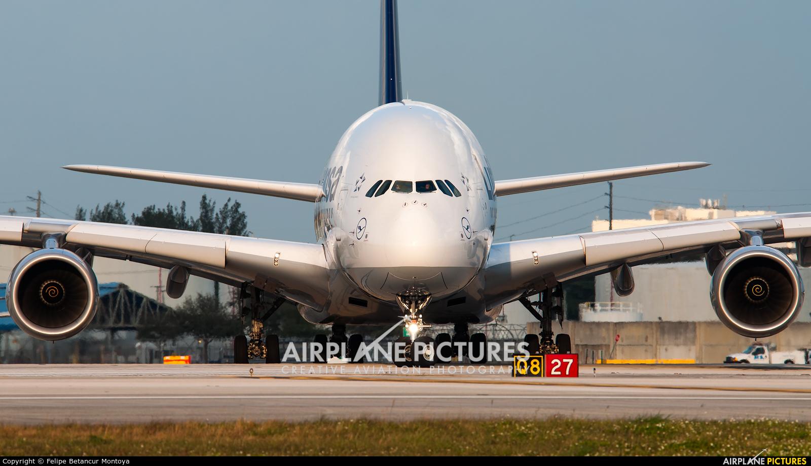 Lufthansa D-AIMH aircraft at Miami Intl