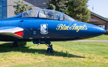 146417 - USA - Navy : Blue Angels Grumman TF-9J Cougar