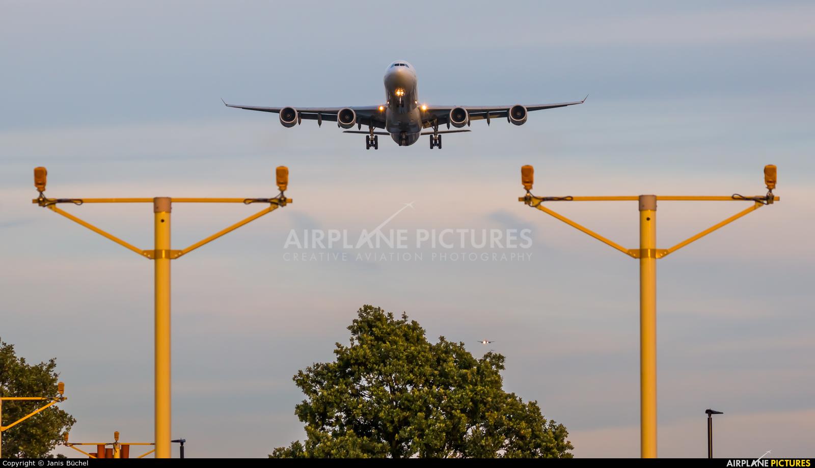 Iberia EC-KZI aircraft at London - Heathrow