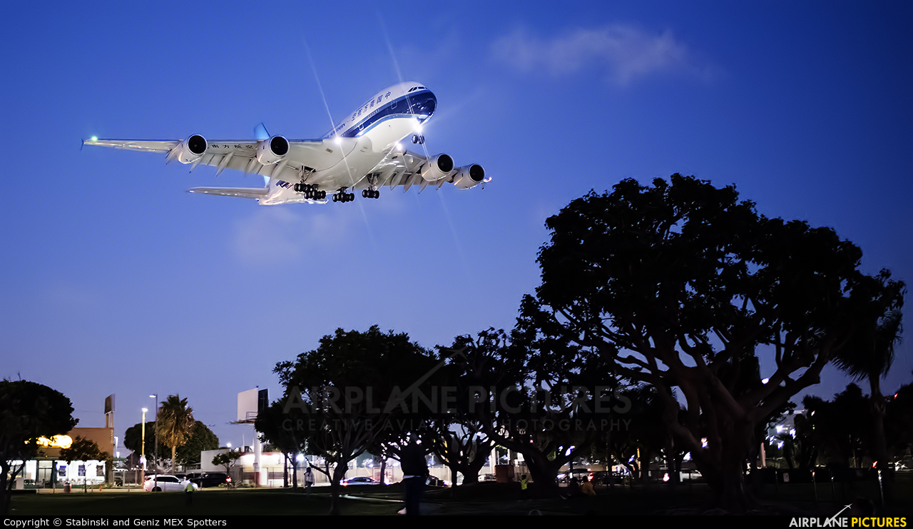 China Southern Airlines B-6139 aircraft at Los Angeles Intl