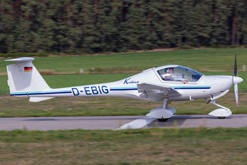 D-EBIG - Private Diamond DA 20 Katana