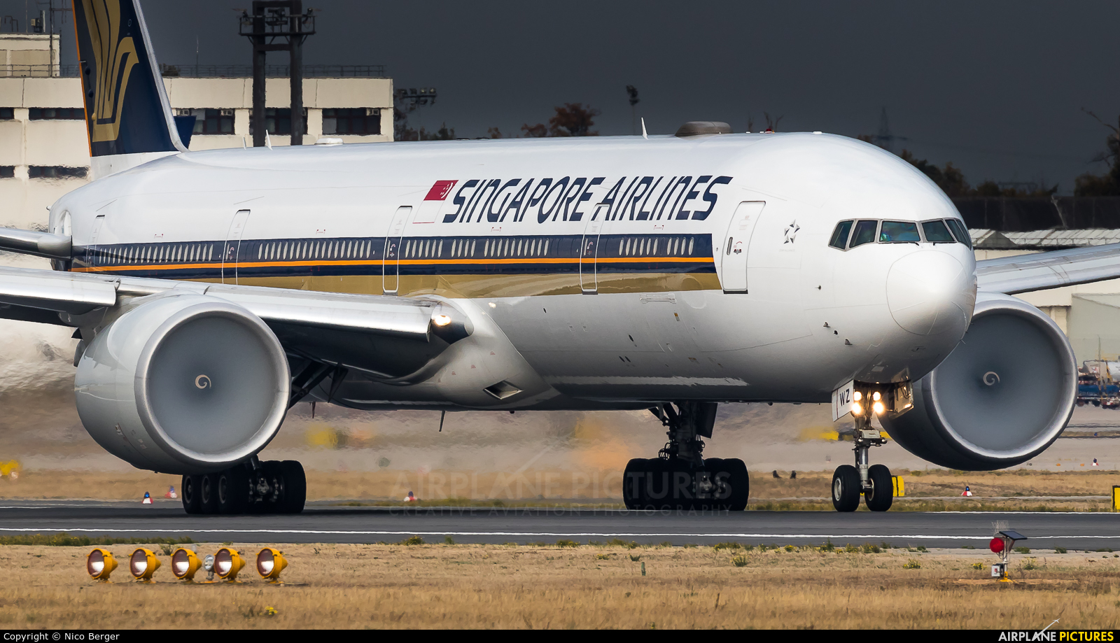 Singapore Airlines 9V-SWZ aircraft at Frankfurt