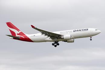 VH-EBB - QANTAS Airbus A330-200
