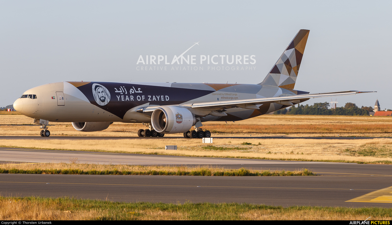 Etihad Cargo A6-DDE aircraft at Paris - Charles de Gaulle