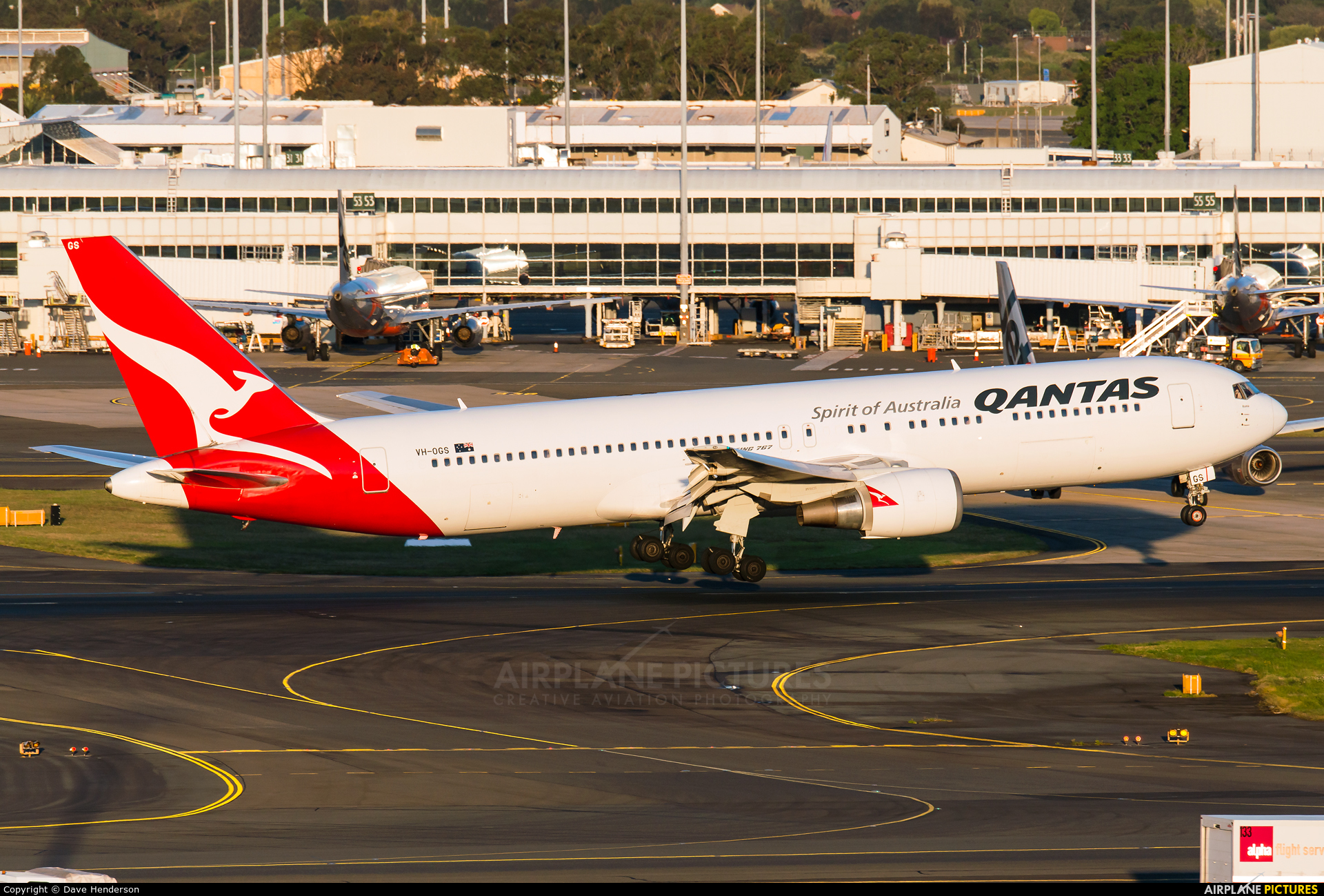 QANTAS VH-OGS aircraft at Sydney - Kingsford Smith Intl, NSW
