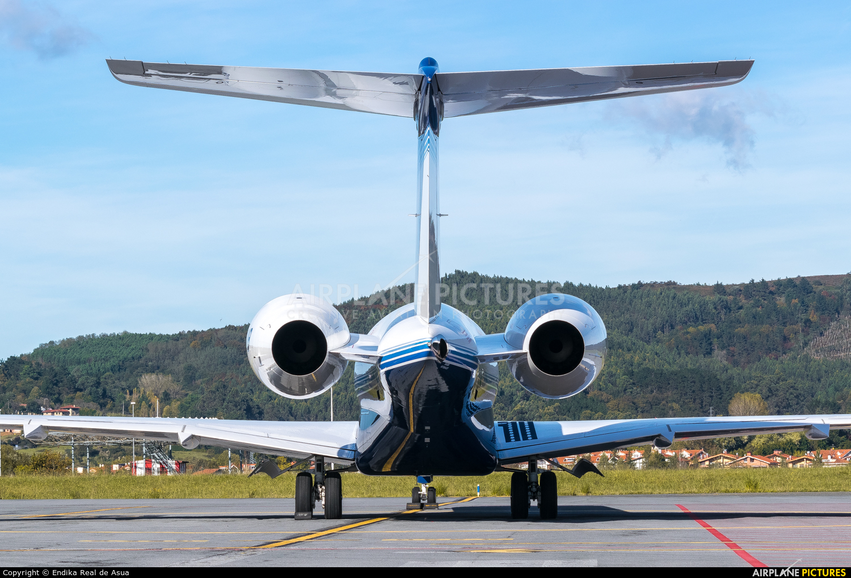 Private N6VB aircraft at Bilbao
