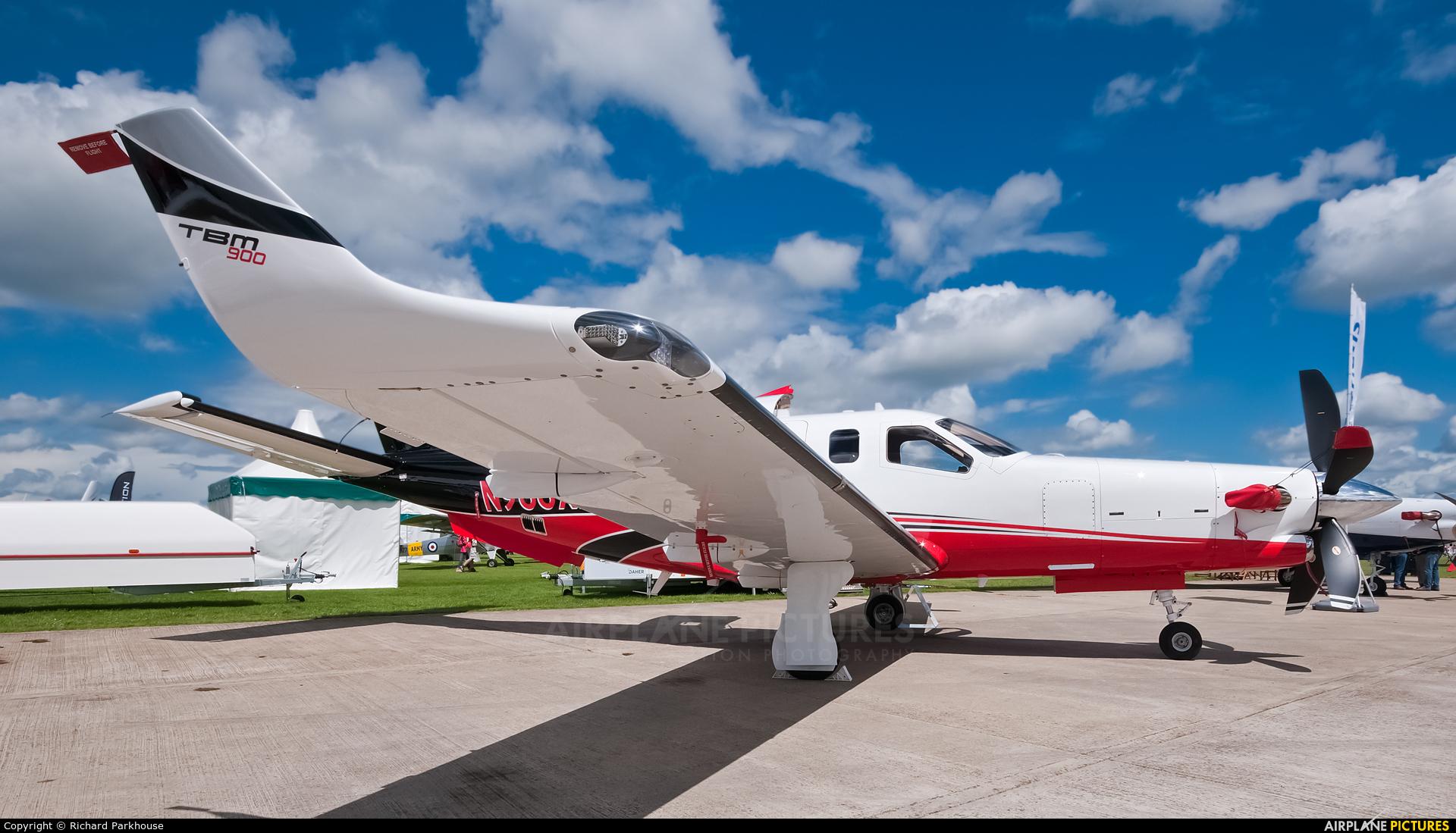 Private N900XH aircraft at Northampton / Sywell