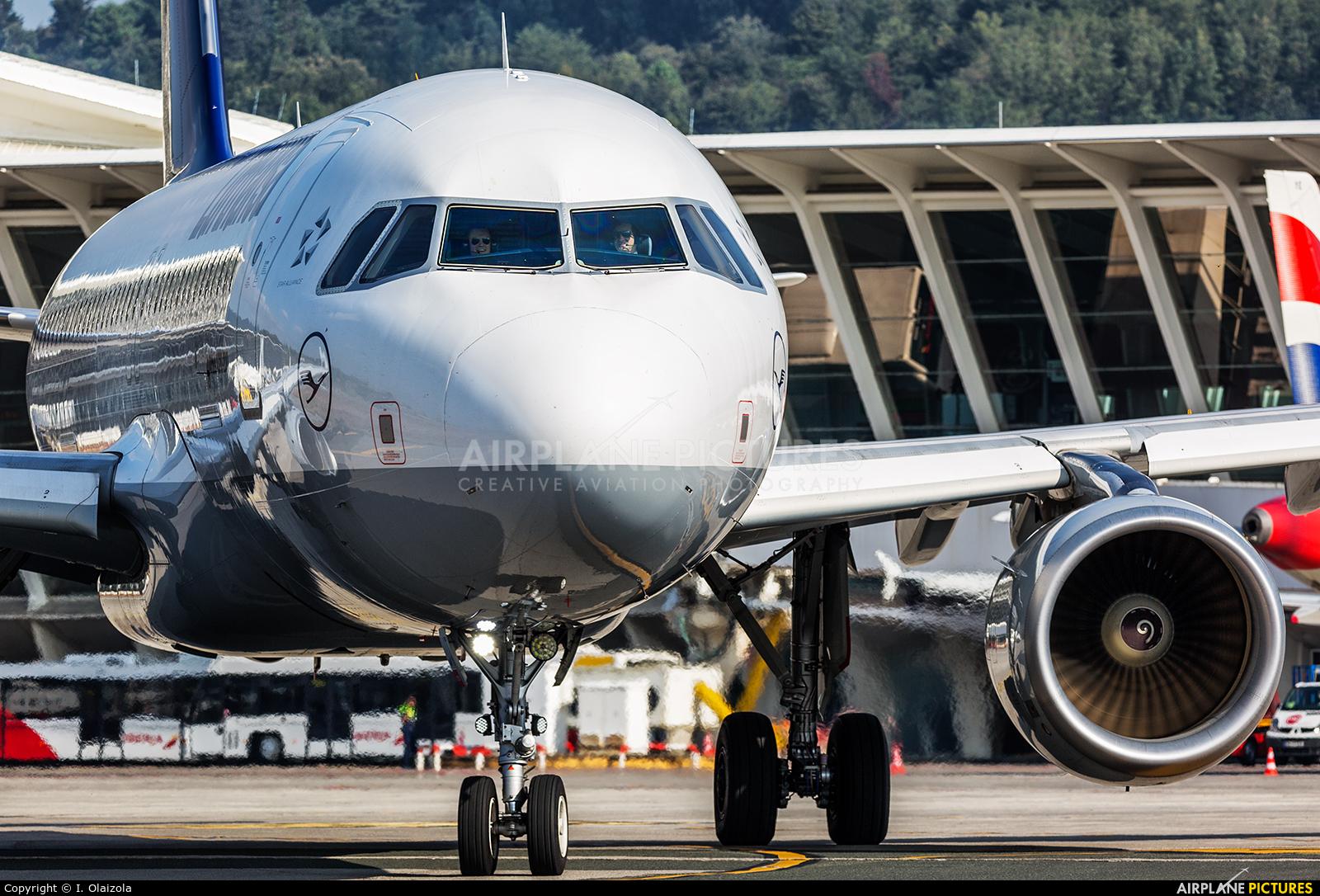 Lufthansa D-AIUT aircraft at Bilbao