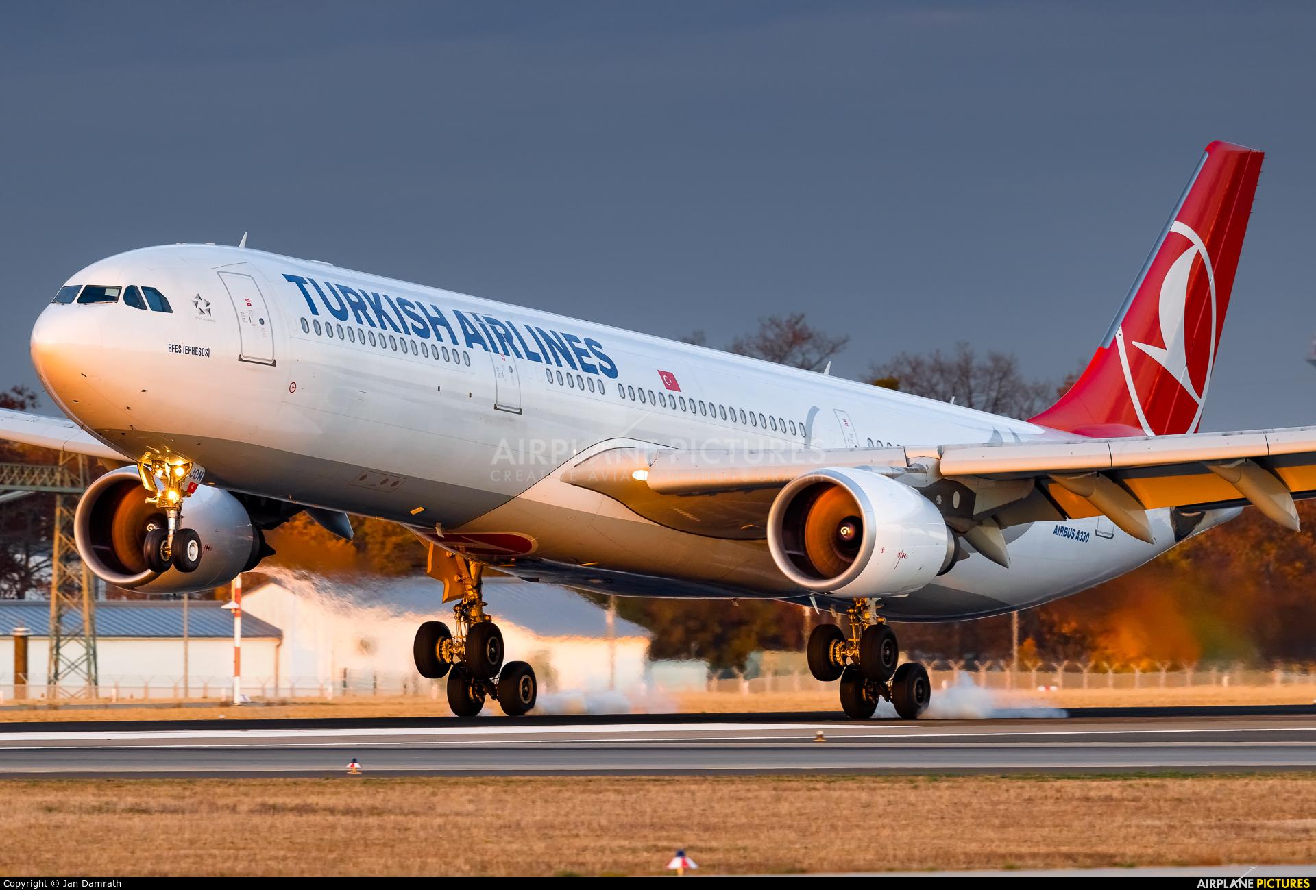 Turkish Airlines TC-JOM aircraft at Frankfurt
