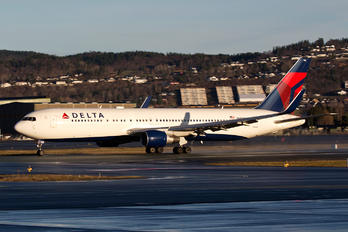 N198DN - Delta Air Lines Boeing 767-300ER