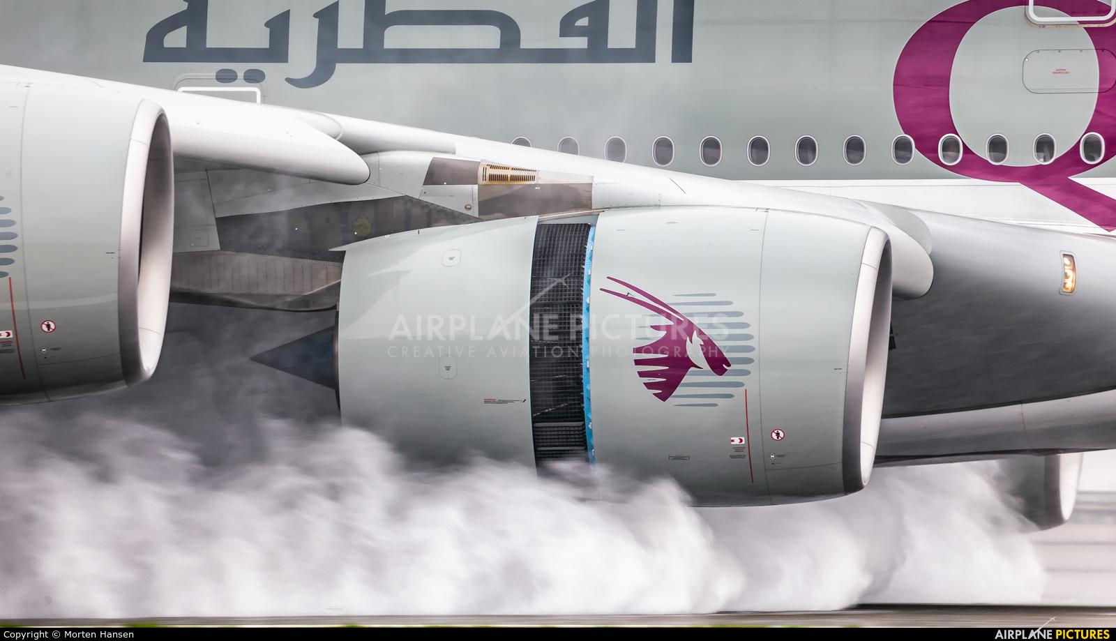 Qatar Airways A7-APC aircraft at Paris - Charles de Gaulle