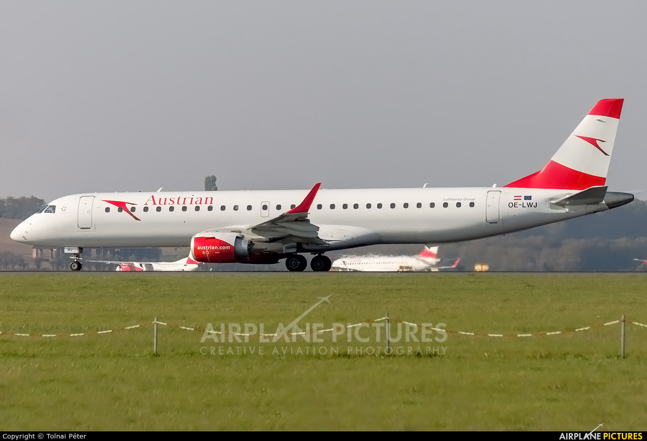 Austrian Airlines/Arrows/Tyrolean OE-LWJ aircraft at Vienna - Schwechat