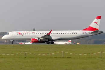 OE-LWJ - Austrian Airlines/Arrows/Tyrolean Embraer ERJ-195 (190-200)