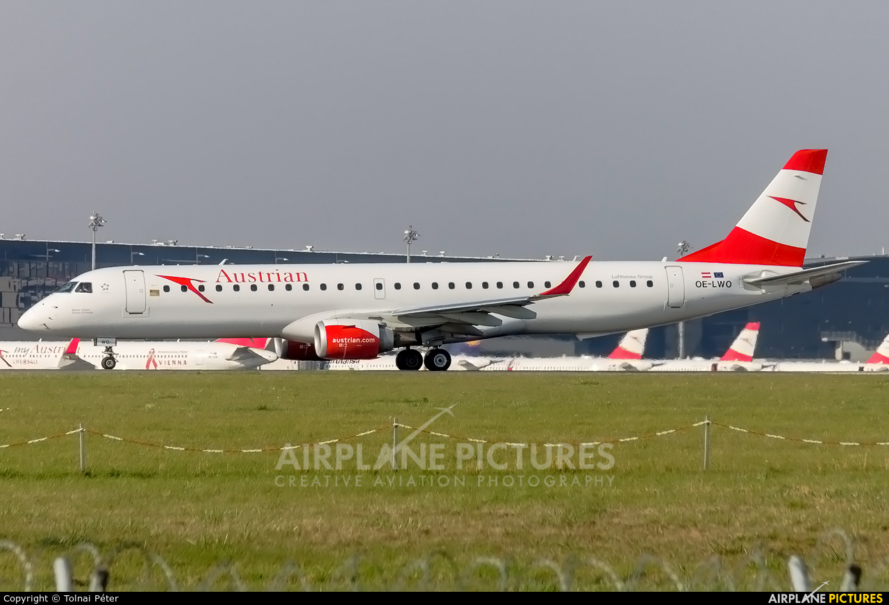 Austrian Airlines/Arrows/Tyrolean OE-LWO aircraft at Vienna - Schwechat