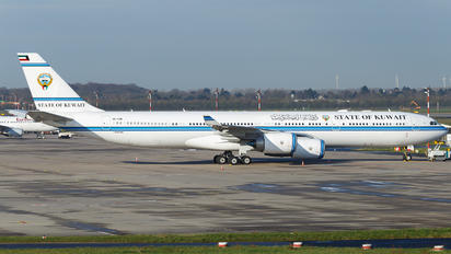 9K-GBB - Kuwait - Government Airbus A340-500