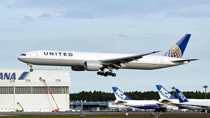 N2332U - United Airlines Boeing 777-300ER