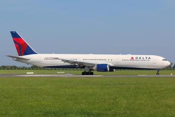 N830MH - Delta Air Lines Boeing 767-400ER