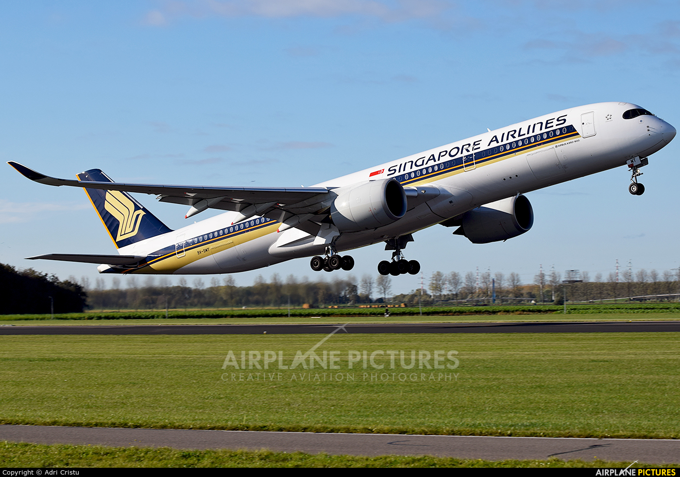 Singapore Airlines 9V-SMT aircraft at Amsterdam - Schiphol