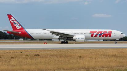 PT-MUB - TAM Boeing 777-300