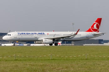 TC-JTD - Turkish Airlines Airbus A321