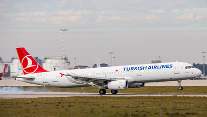 TC-JRI - Turkish Airlines Airbus A321