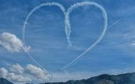 - - The Flying Bulls Duo : Aerobatics Team XtremeAir XA42 / Sbach 342 aircraft