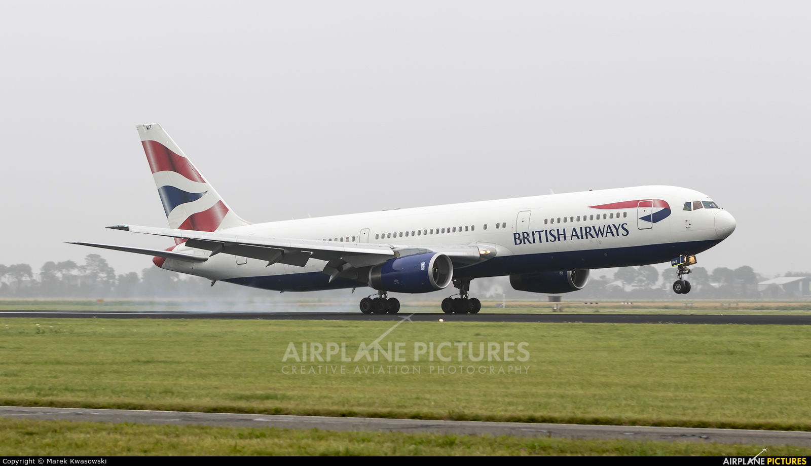 British Airways G-BNWZ aircraft at Amsterdam - Schiphol